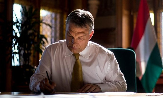Orbán Delivers Letter Urging Hungarians Outside the EU to Vote in May Elections