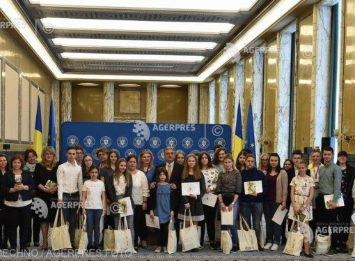 Hungarian students winning a Romanian language competition, awarded at Victoria Palace